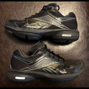 934689eb9 Reebok Shoes - Women s Reebok Easy Tone Smooth Fit Size 7.5M